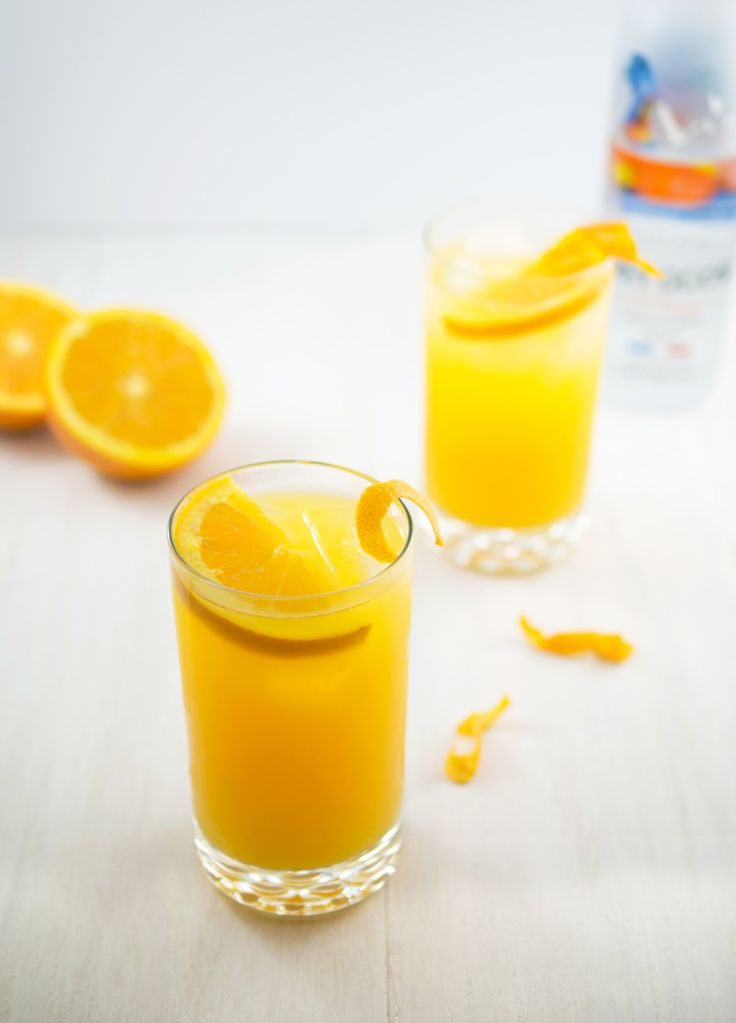 Skinny Orange Crush Cocktail. Perfect summer beverage! | chefsavvy.com #drink #beverage