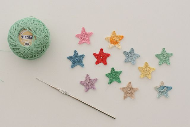 Crochet star pattern. [via WhipUp]