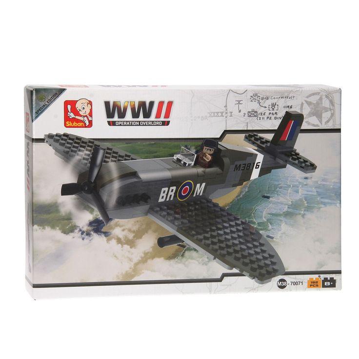 Speel de bevrijdingsactie Operation Overlord uit de 2e wereldoorlog na met dit Sluban World War II Spitfire gevechtsvliegtuig. Maak met de 182 verschillende onderdelen de Supermarine Spitfire Mk V gereed en plaats de vliegenier achter het stuur. Stijg op en zorg met behulp van de autokanonnen en machinegeweren aan boord dat de operatie een succes wordt! Afmeting: verpakking 42 x 29 x 7 cm - Sluban World War II Spitfire