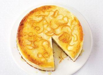 Cheesecake de lămâie şi vanilie, cu coajă de lămâie glasată Încearcă acest cheesecake cu aromă acrişoară. Rețete cu cremă de brânză, Rețete de cheesecake, Reţete cu vanilie, Pentru familie, petrecere, Rețete cu amidon, Rețete pentru deserturi de vară, Reţete cu lămâie, Rețete de tarte și prăjituri, Reţete de deserturi, Ziua femeii, Reţete cu smântână, Zi de nastere, Anul Nou, paste, Craciun, Americana, Reţete cu fructe