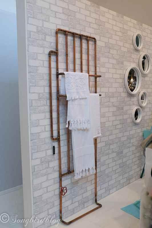 Porte serviette style industriel réalisé avec des tubes de cuivre