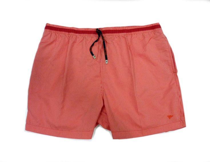 Bañador Meyba de hombre disponible en TALLAS ESPECIALES, corte clásico en color rojo a rayitas. Secado rápido. Envío Urgente en 24/48 h. Portes Gratis.