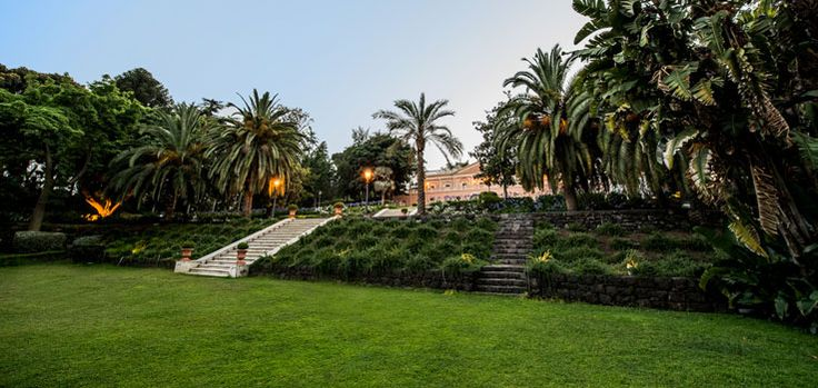 What about the gorgeous garden of Villa La Limonaia!? Dreaming of getting married there with all this amazing food and the vivid colors of this huge park!!! #wedding #sicily #italy #villa #historical #staircase #garden #park #secular #villalalimonaia