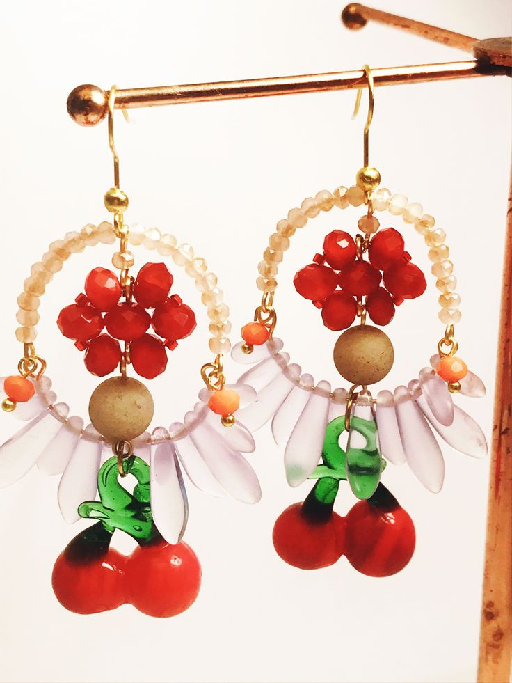 Who doesn't love cherries? 🍒 YUM!! Get some on your ears this summer. Cherry Earrings from Printemps Été new collection. Available NOW from Etsy shop. Link: etsy.com/shop/printempsete Worldwide shipping only $9AUD  Jade and faceted crystal earrings with hand blown glass 🍒 Gold plated ear hooks