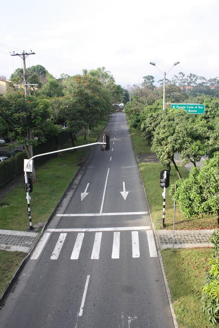 Día sin carro - Medellín. Avenida de las Vegas al frente de el INEM.   Hora. 7:40 am