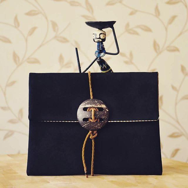 Yepyeni!!!! #anatoliangirls #bag #yeni #çanta #designer #bloggerlife #bloggergirl #instapic #instagood #black #styleinspiration #love #it #clutch #yepyeni #pek #sevdim #zetsocial #elçantası #elyapımı #coolbag #portföy #fasion #fasionista #fashionblogger #fasiongirl