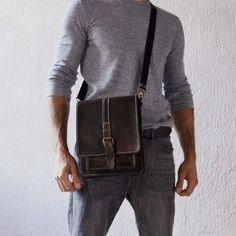 Sac bandoulière homme en cuir. baisenville, sacoche, sac masculin.   Boutique en ligne de maroquinerie artisanale belge. (Mons-Hautrage) Artisan créateur de Belgique