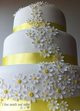 Daisy Wedding Cake - and cows on top!