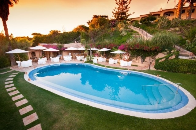 Tourism: Portugal top of list at World Travel Awards 2012  Via Portugal Daily View | 09.10.2012  The prestigious World Travel Awards 2012 acknowledged the Algarve as Europe's top beach destination, and Portugal as Europe's top golf destination.  #Portugal