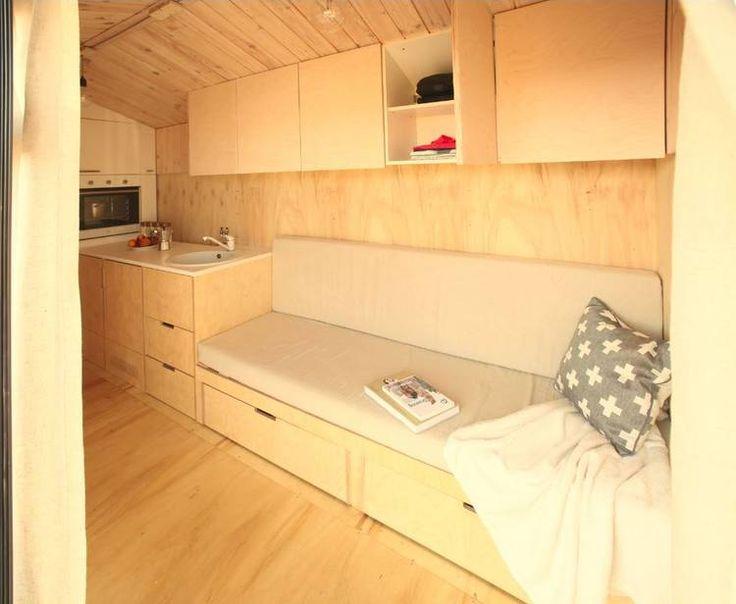 En Bulgaria, una arquitecta diseñó una pequeña casa rodante de madera para pasar sus vacaciones en sitios tranquilos y cercanos a la naturaleza. Un especialista explica cómo construirla con materiales locales y cuánto hay que invertir para tener una