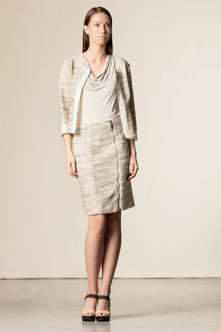 Gonna con zip beige. #skirt #robertascarpa #work #style #perfectoutfit #madeinitaly #shoponline #dressingfab