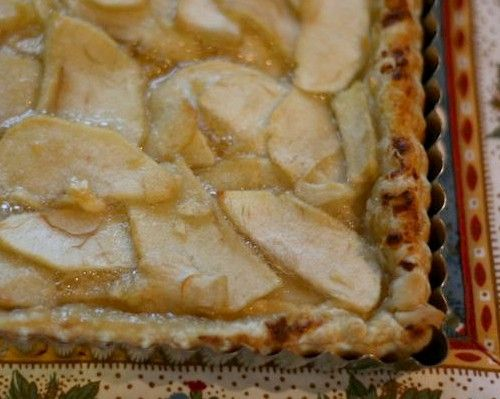 Apple, Honey and Goat Cheese Tart. Craving goat cheese and honey ...