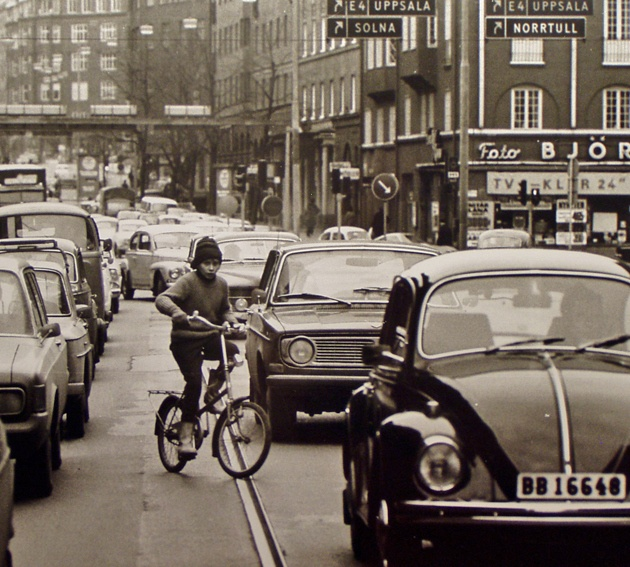 Ung cyklist på Sankt Eriksgatan
