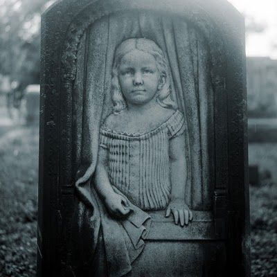 Gravestone of Lillie Gilbert (15 March 1870 - 16 March 1875), Cave Hill Cemetery, Louisville, Kentucky. http://www.thefuneralsource.org/cemky.html