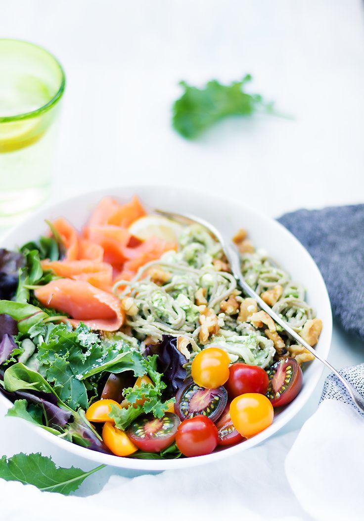 healthy bowl wędzony łosoś