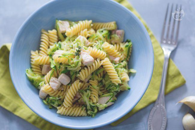 La pasta con pesce spada e zucchine è un primo piatto facile e veloce dal gusto delicato e saporito al tempo stesso, semplice realizzare.