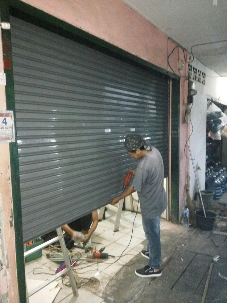 Rolling Door anda bermasalah...  Tlp. 089633665538 / 083811443437  Kami menerima jasa service Rolling Door, Folding Gate, Rolling Grille, ...