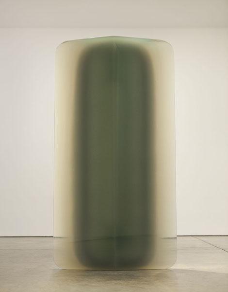 De Wain Valentine - Diamond Column, 1978, polyester resin, 91 1/2 x 44 x 12 in