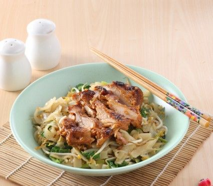 Kwetiau ayam madu, keistmewaan rasanya bikin Anda ingin menyantapnya berulang-ulang. Yuk kita masak di dapur tercinta.