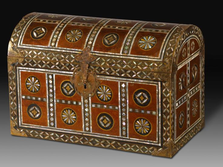Beautiful and rare namban casket with the e-nashiji decoration technique