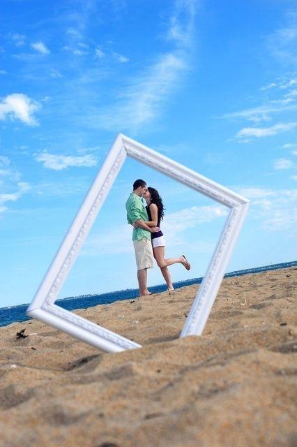 Utilize um quadro para tirar uma foto artística Summer Beach Activities Fun for Kids and Parties