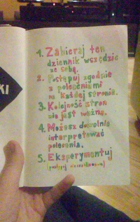 Podesłała Martyna Sowińska #zniszcztendziennikwszedzie #zniszcztendziennik #kerismith #wreckthisjournal #book #ksiazka #KreatywnaDestrukcja #DIY