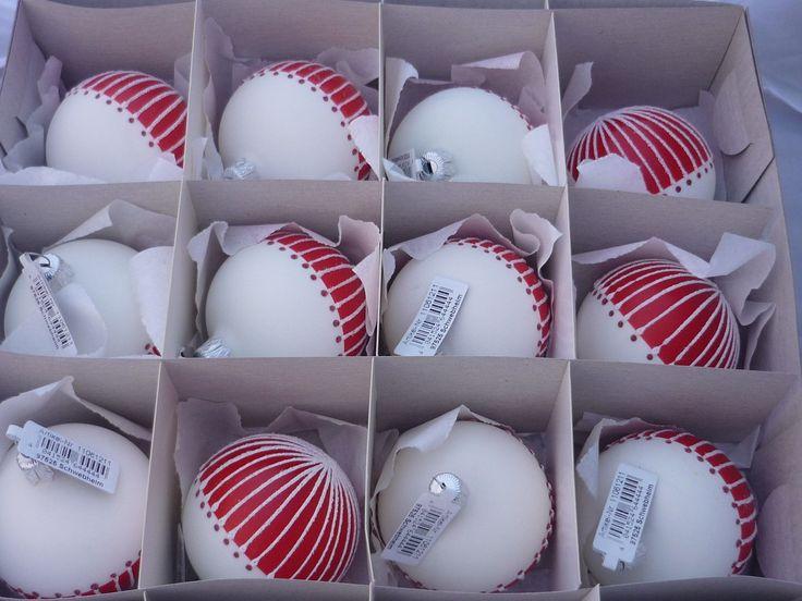 25 einzigartige weihnachtskugeln wei ideen auf pinterest weihnachtskugeln rot wei rote. Black Bedroom Furniture Sets. Home Design Ideas