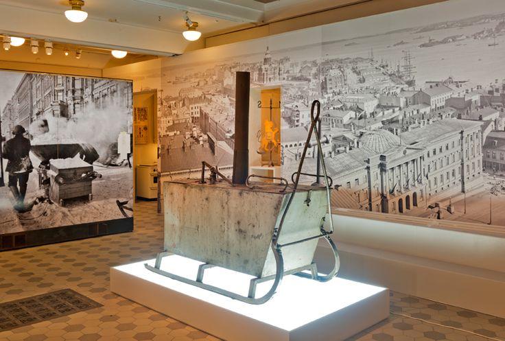1910-20-luvulla käytössä ollut lumensulatuslaite, Hulluna Helsinkiin -näyttelyssä. Kuva; Helsingin kaupunginmuseo / Sakari Kiuru.