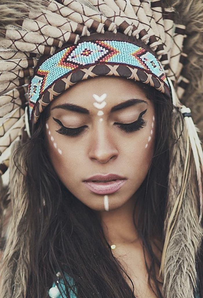 maquillage guerrier, bande perles hama, eyeliner noir, coiffe indienne