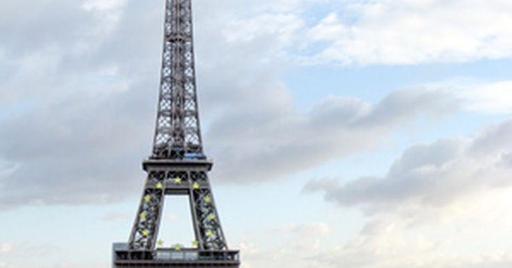 ¿Cómo hacer un modelo de la Torre Eiffel con alambre?. Uno de los mejores pasatiempos para un fin de semana relajado es hacer artesanías y construir modelos. Sin embargo, hacer un proyecto como una Torre Eiffel con alambre no es una tarea fácil para una persona que no tiene un ojo detallista y una larga experiencia en la construcción de modelos. La clave, no obstante, es la paciencia y la práctica. Si ...