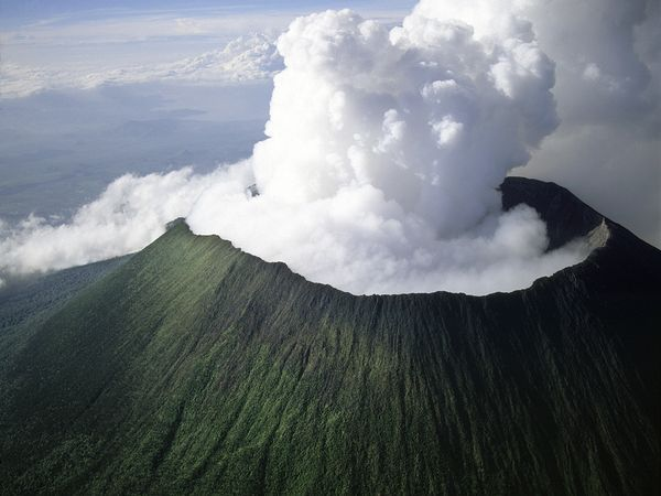 Virunga Volcanoes Massif (Rwanda/Uganda/Dem. Rep. of Congo)    I always have such high admiration for these giants! Always fascinates me :)