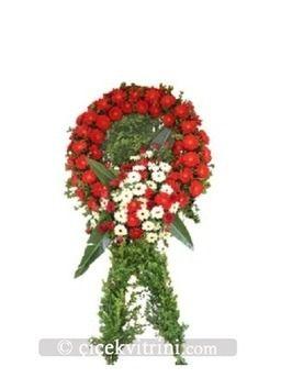 Kırmızı çelenk çiçek http://www.cicekvitrini.com/cicekler/corlu-cicek-siparisi