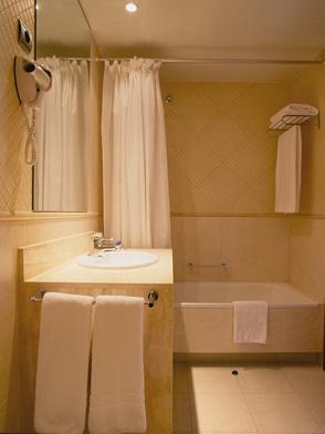 Baño Hotel HLG City Park Pelayo #Barcelona