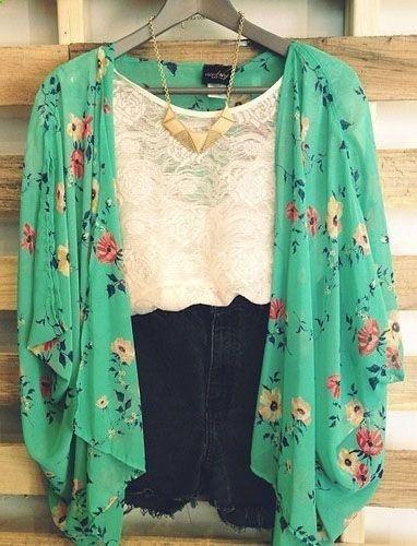 Invierte en esta prenda top de la próxima temporada, el kimono, si es floreado mejor todavía