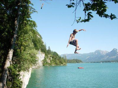 Warum in die Ferne fahren, wenn das Gute liegt so nah! Klippenspringen am Wolfgangsee - genieße das Feeling und die atmberaubende Kulisse!