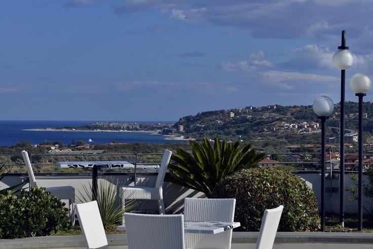 La fantastica vista sulla Baia degli Ippocampi di Soverato!! Il Mirabeau è la tua Terrazza sul Mare..