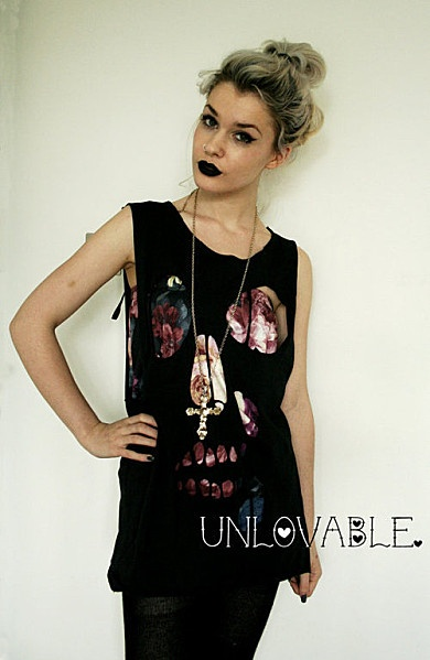 Skull cut-out-tee-08