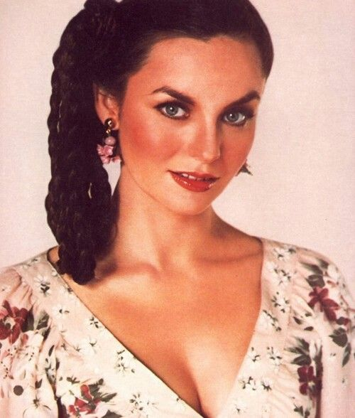 17 Best Images About Crystal Gayle On Pinterest
