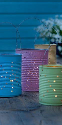 Lange zomeravonden worden nog zwoeler met de tuinlantaarns. Marike van der Heijden laat zien hoe u in een paar simpele stappen van uw tuin een echte tovertuin maakt. Uit: de Coop Keukentafelgids Zomer 2013.
