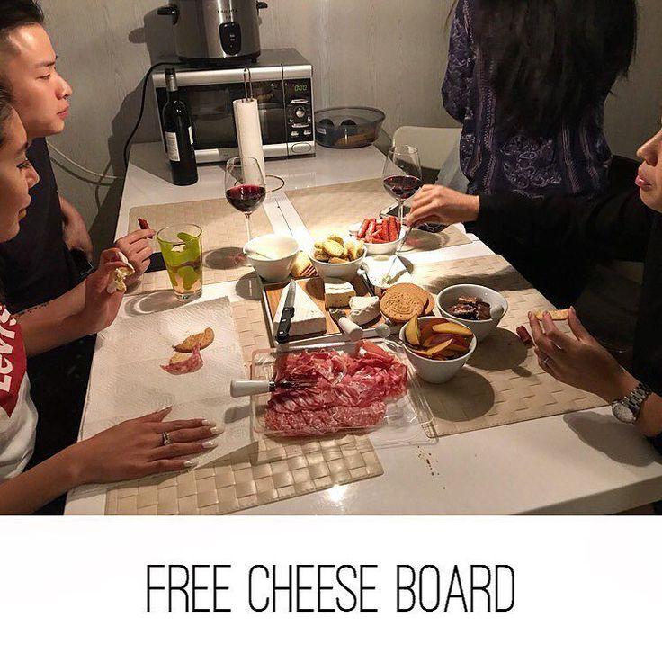 Free food Theresa at Cai/Theresa 10  #free #cheese #brie #ham #sausage #garlic #malmö #sweden #food #foodporn