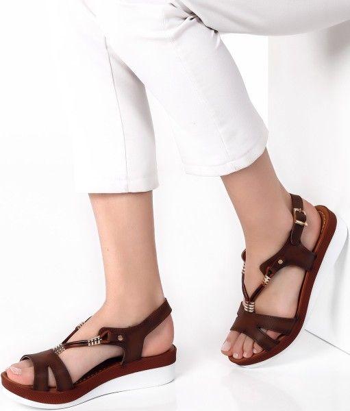 en son moda tozlu sandalet tavsiye eder misiniz