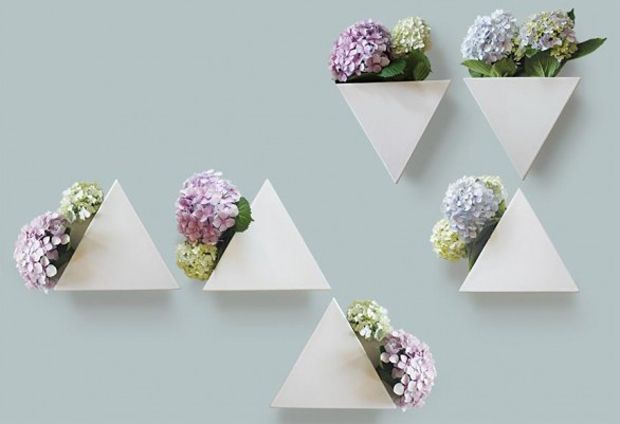 iDesignMe-LaylaMehdiPour_vasi appesi_1 http://idesignme.eu/2013/11/pardis-geometrie-verdi/ #vase #flower #flowers #green #white #design #love #amazing #triangle #white #amazing #orthensia #lovely #garden #interior