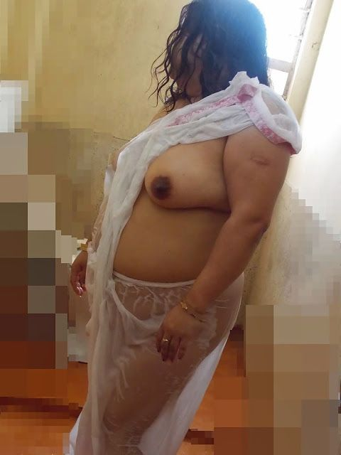 beautiful bhabhi club: mallu big breasts aunt without blouse exposing in wet saree at bedroom