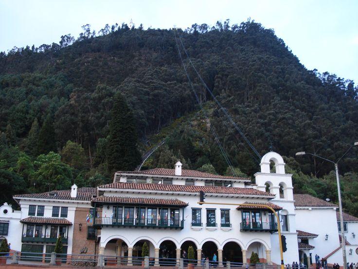 Estación del Telesférico y Funicular, al Cerro de Monserrate. El Telesférico…