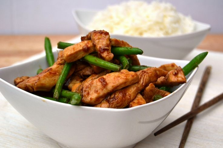 Sticky Honey Soy Turkey :  1 tablespoon vegetable oil  420g turkey steaks, cut into 1cm strips against the grain of the meat   3 tablespoons honey  3 tablespoons soy sauce  2 cloves crushed garlic  2 teaspoons grated fresh ginger / pinch ground ginger  Roughly 250g green beans, cooked (frozen are fine)  300g cooked rice to serve