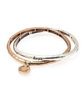 Bud to Rose set van 2 gehamerde armbanden met tekst ´happiness´, ´love´, ´hope´ en ´eternity´. Silver met gold rosé.