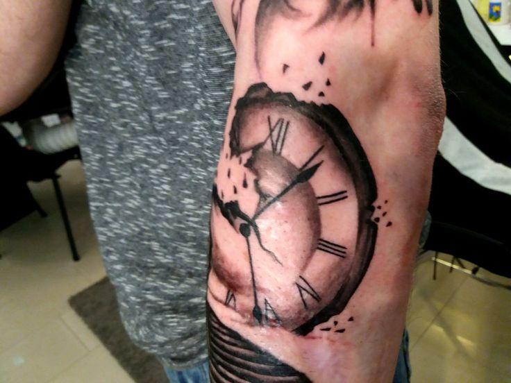 Törött óra tattoo