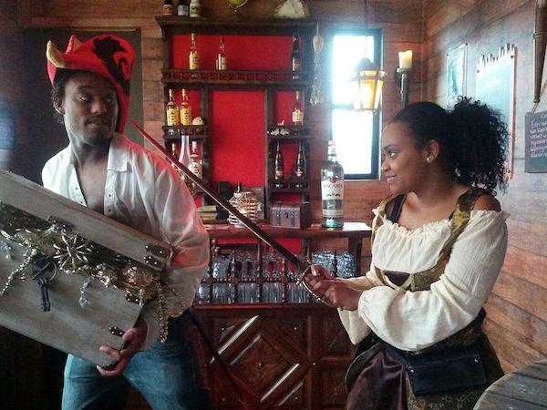 Spannend uit eten in het Piraten restaurant de Zwarte Zwaan in Rotterdam.