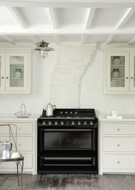 Smeg release new Victoria TR90, 90cm traditional dual fuel range cooker. Find out more: www.smeg.com