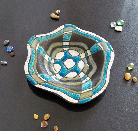 Plaque de céramique Raku avec or, argent, blanc et turquoise. idées pour la décoration, les svuotatasche ou les pièces maîtresses. Fait